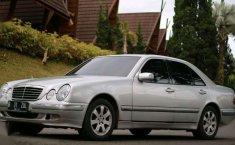 Mercedes-Benz E240 2000 dijual
