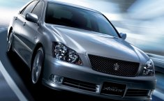 Review Toyota Crown 2003