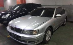 Nissan Infiniti  1997 Silver