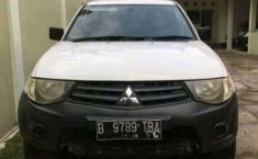 2013 Mitsubishi Strada dijual