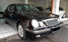 Mercedes-Benz E260  2002 harga murah