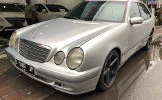 Jual Mobil Mercedes-Benz E240 W210 2000