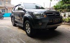 Jual Mobil Toyota Fortuner 2.7 G 2005