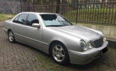 2000 Mercedes-Benz E320 dijual