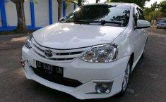 Toyota Etios  2013 Putih