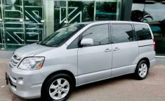 Toyota Noah 2005 dijual