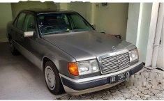 Mercedes-Benz 220E 2.2 Manual 1994 harga murah