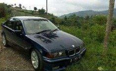 BMW i8  1994 Biru