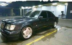 Mercedes-Benz 300E  1987 harga murah