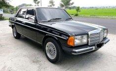 Mercedes-Benz 200  1984 Hitam