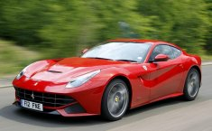 Review Ferrari F12berlinetta 2012: Raungan Mesin Yang Buat Bulu Bergidik