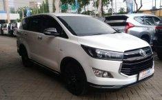 Jual Toyota Kijang Innova Venturer MT 2017
