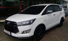 Jual Mobil Toyota Venturer 2017