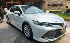 Toyota Camry V 2019 Putih
