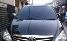 Toyota Kijang Innova  2010 Hitam