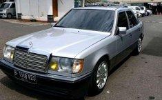 Mercedes-Benz 230E  1991 Silver