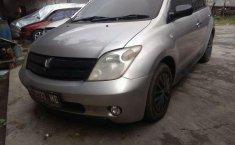 Toyota IST () 2004 kondisi terawat