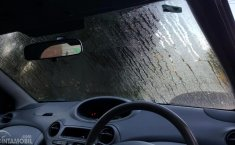 Kaca Mobil Berembun Saat Hujan, Hilangkan Dengan 4 Cara Ini
