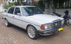 Mercedes-Benz 200  1980 Putih