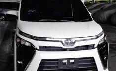 Jual Mobil Toyota Voxy 2019