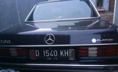Mercedes-Benz 200  0 Hitam