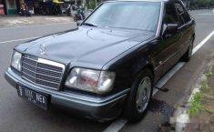 Mercedes-Benz 230E W124 1992 Abu-abu