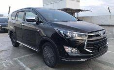 Jual Mobil Toyota Venturer 2019