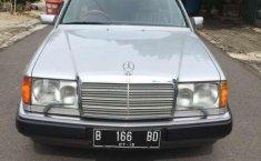 Mercedes-Benz 300E  1989 Silver