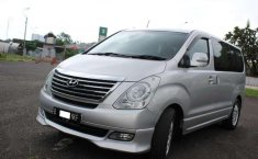Hyundai H-1 XG 2012 Silver