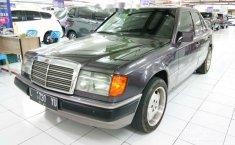 Mercedes-Benz 300E  1993 Ungu