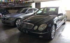 Jual Mobil Mercedes-Benz 260E 2004