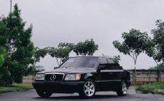 Mercedes-Benz 230E NA 1990 Hitam
