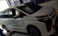 Toyota Voxy () 2018 kondisi terawat