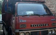 Toyota Dyna  1996 Merah