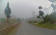 5 Tips Melintas Di Jalanan Pegunungan Berkabut Parah