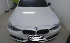 Jual BMW 3 Series 320i 2013 Putih pemakaiaan 2014