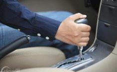 5 Hal Yang Harus Dihindari Saat Mengemudikan Mobil Otomatis