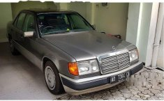 Mercedes-Benz 220E 2.2 Manual 1994 harga murah