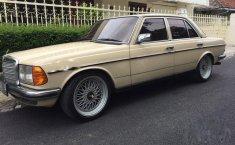 Mercedes-Benz 200 1983 terbaik