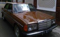 Mercedes-Benz 200 2.0 Manual 1981 Coklat