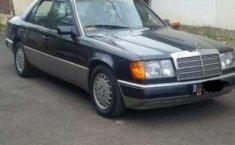 Mercedes-Benz 300 1990 terbaik