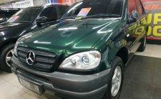 Jual mobil Mercedes-Benz M-Class ML 320 2002