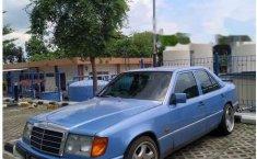 Mercedes-Benz 300E W124 1989 Biru