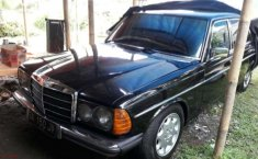 Mercedes-Benz 200 1977 terbaik