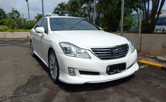 Jual Mobil Toyota Crown Royal Saloon 2010