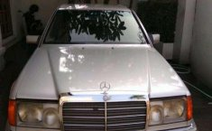 1991 Mercedes-Benz 230E dijual