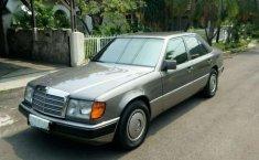 Mercedes-Benz 300E 1990 terbaik