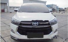 Toyota Venturer  2018 Putih