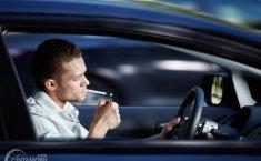 Bisa Bikin Mata Buta, Ini Alasan Mengapa Ada Larangan Merokok Sambil Nyetir