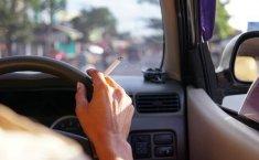 Selain Bahaya Buat Pengendara Lain, Ini Efek Buruk Merokok di Dalam Mobil
